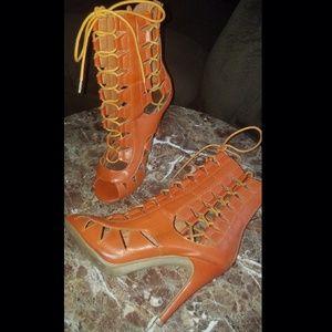 Cute Cognac/Rust lace up heel
